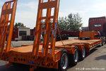 山东梁山   9米/10米/11米12米/13米/13.75米 轻量化  钩机运输低平板半挂车   自重7.5吨保拉50吨